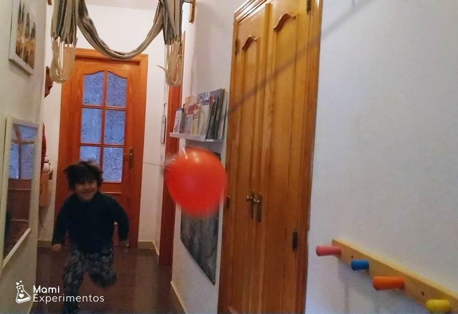 Acción-reacción globo Cupido volador