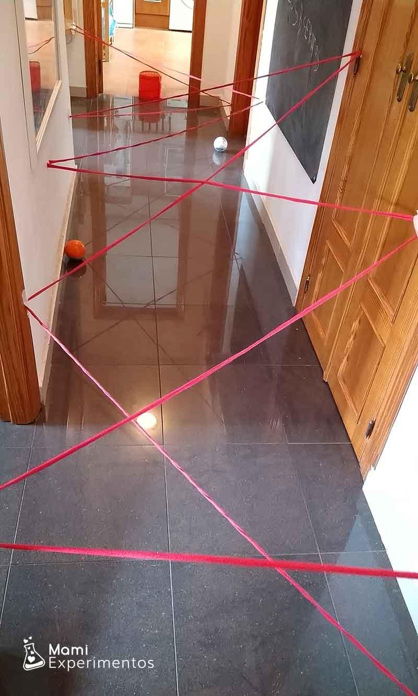 Actividad motora tela de araña en el pasillo