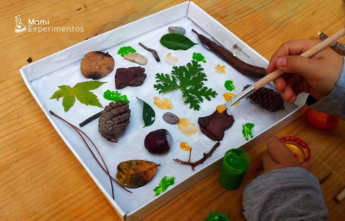 Actividad sensorial arte de otoño en tapa de cartón