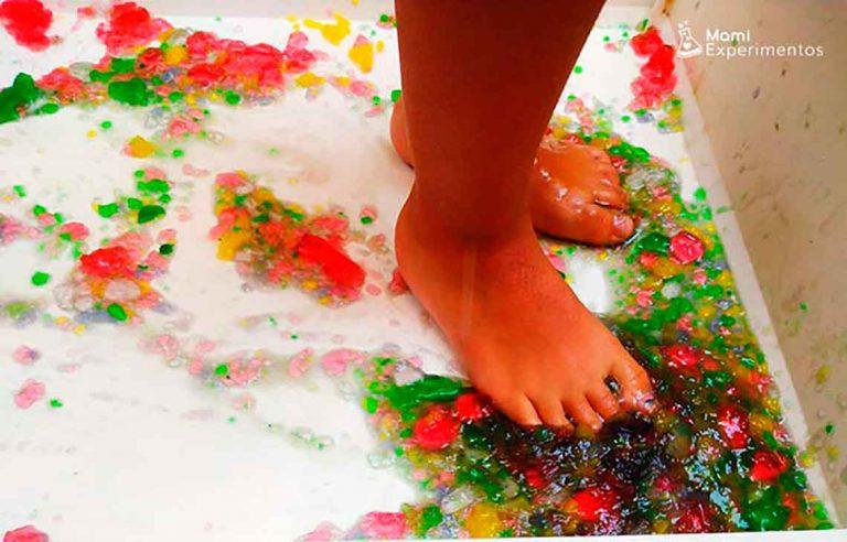 Jugar con gelatinas de colores