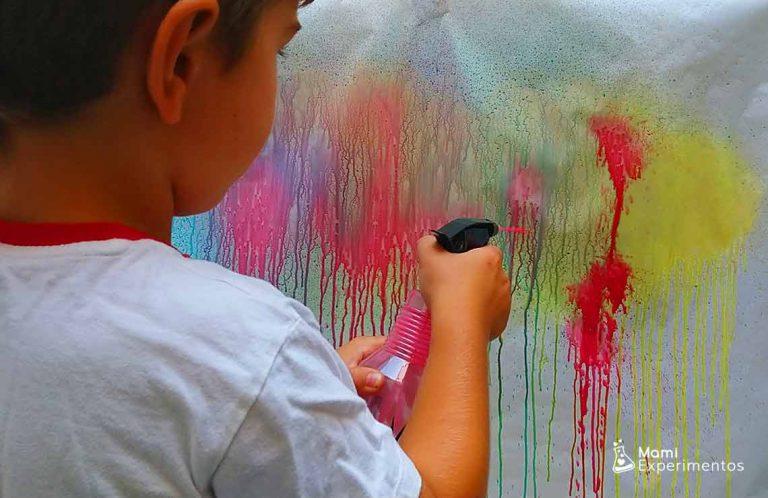 Actividad sensorial pintar con pulverizadores