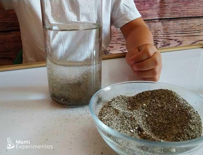 agua con arena de plana no hidrofóbica