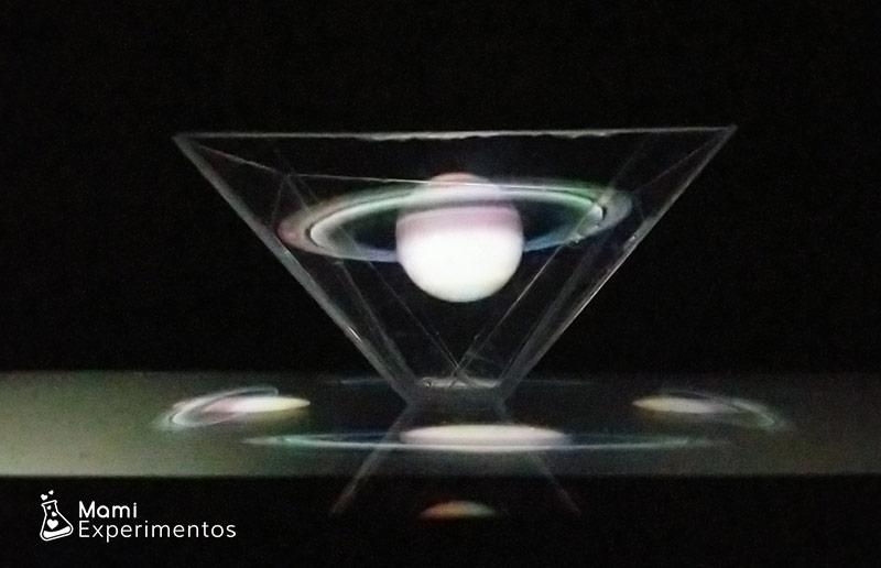 Anillos de saturno en holograma casero