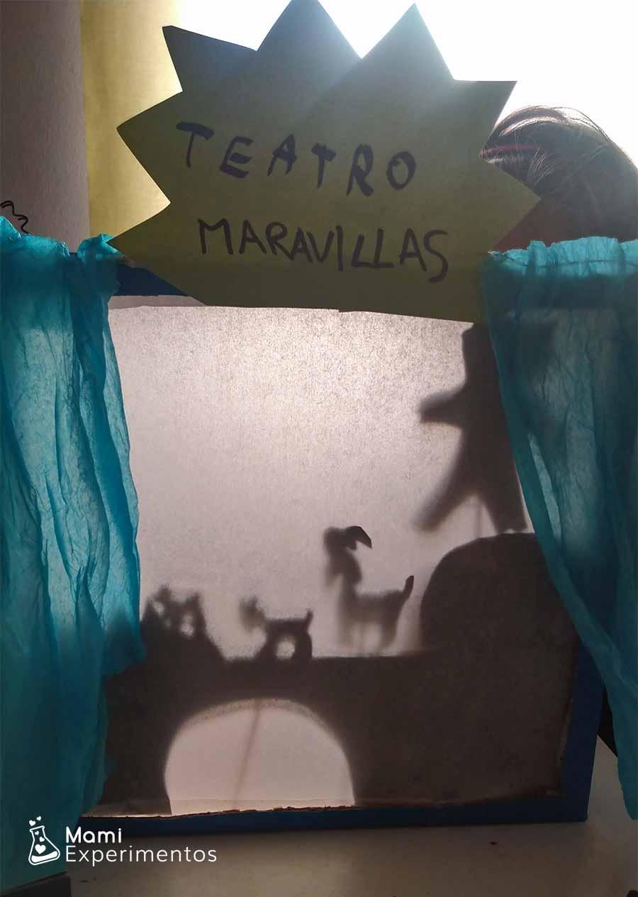 Aprendo sobre luces y sombras en teatro de sombras para el día del libro