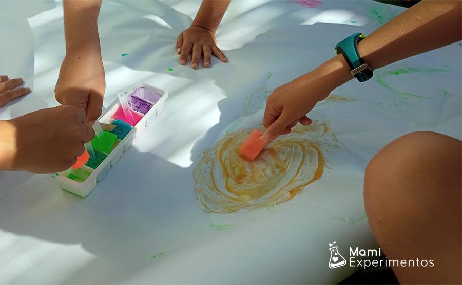 Arte con hielos de colores taller de verano