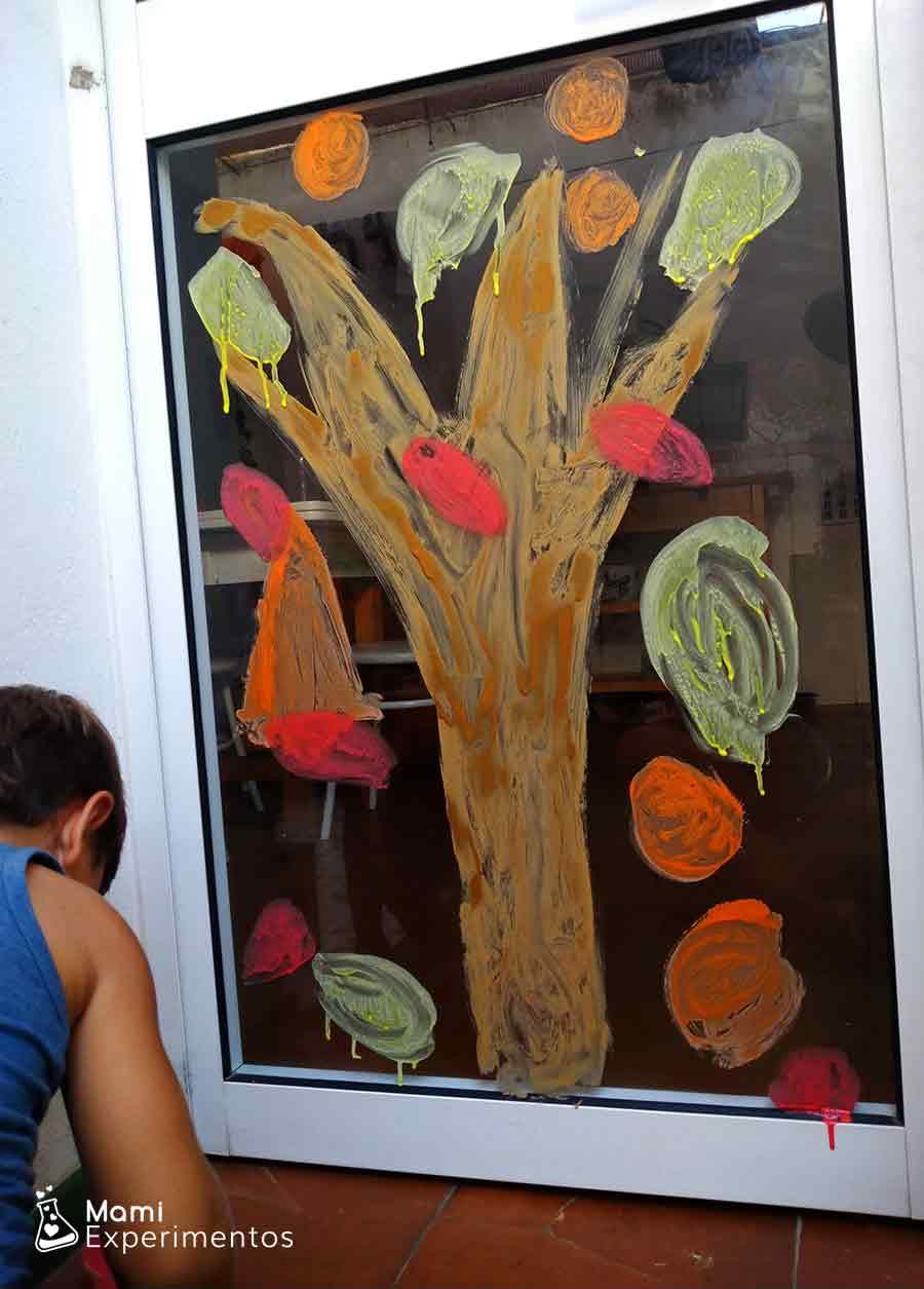 arbol de otoño con pintura casera para ventanas