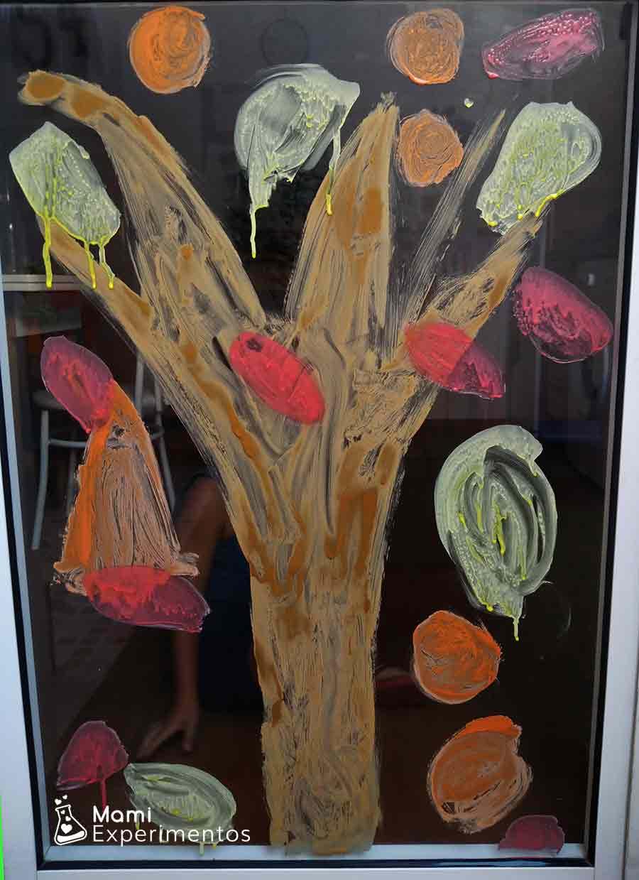 resultado de árbol de otoño con pintura casera en ventanal