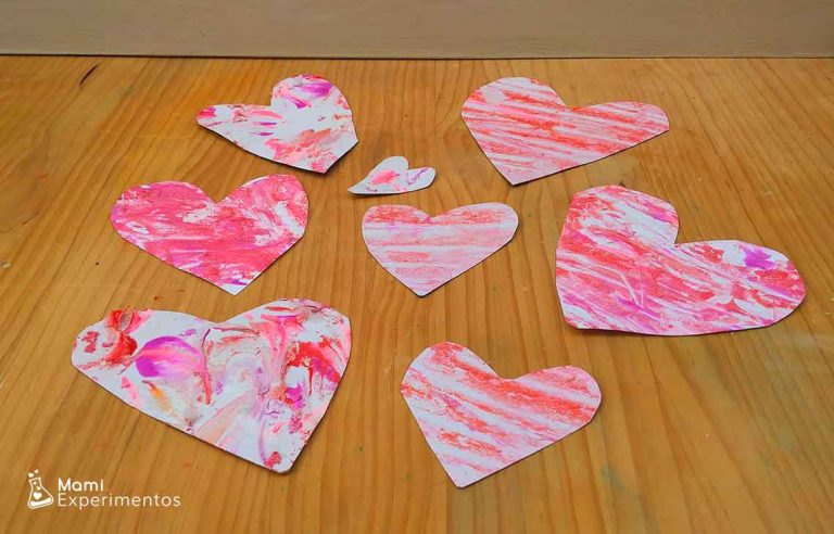 Arte creativo con espuma de afeitar: corazones de amor y amistad