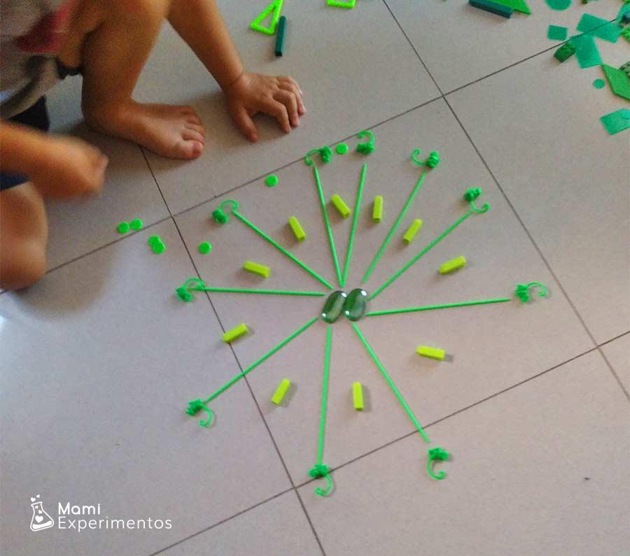 Arte secuencial en mandala monocromático verde