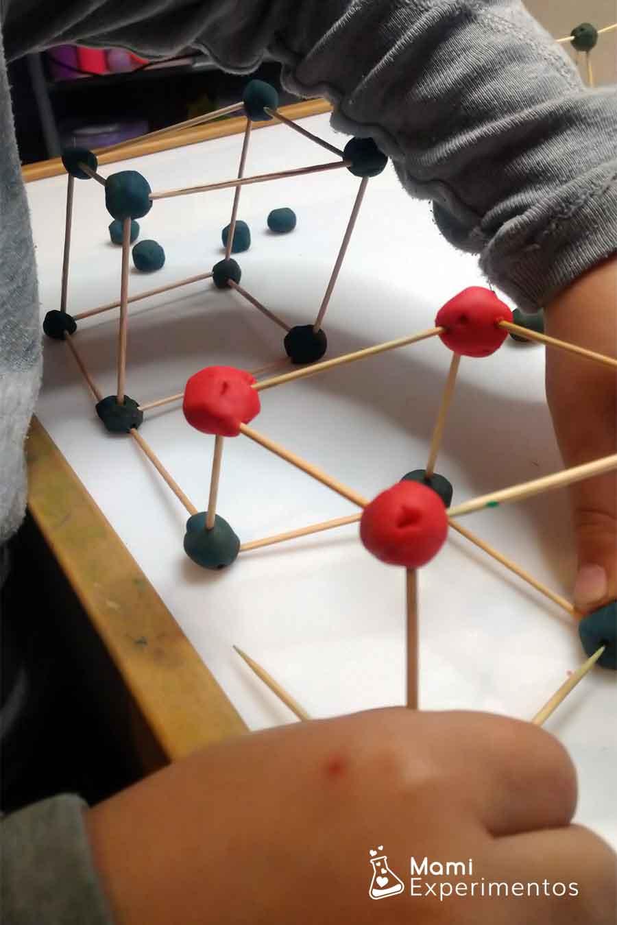 Bolas de plastilina para construcciones con palillos