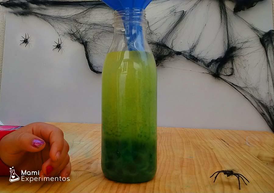Botella sensorial de diferentes densidades especial Halloween