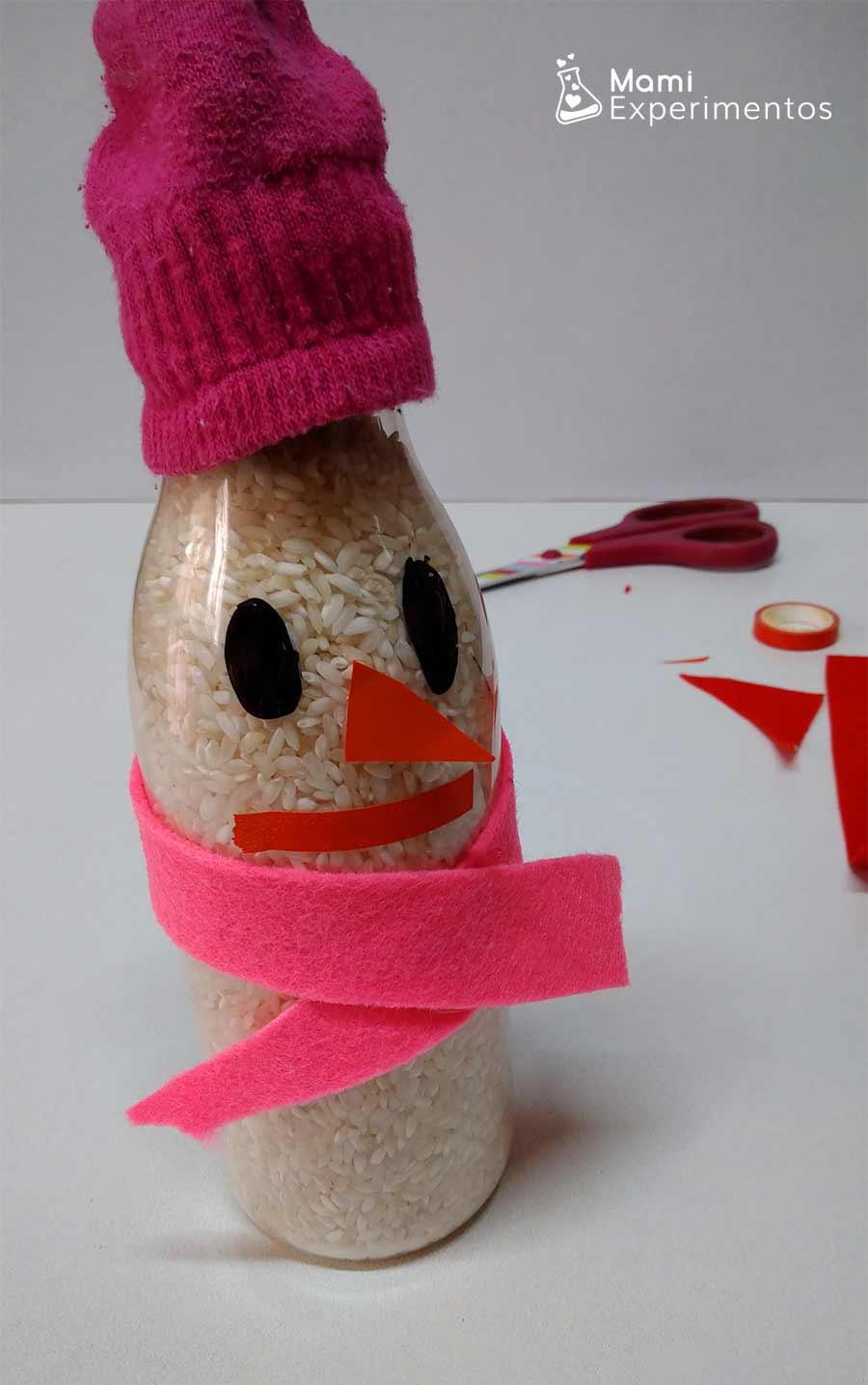 Botella sensorial con arroz de muñeco de nieve