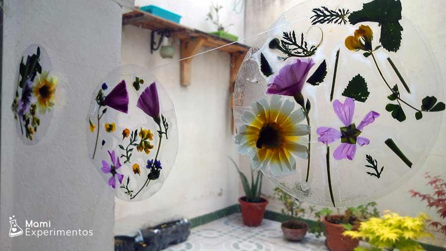 Cadeneta de atrapasoles con flores reales
