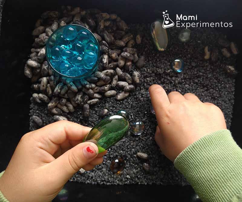 Caja sensorial con piedras galácticas