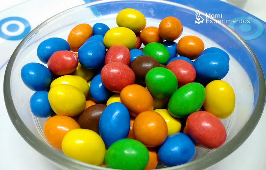 Caramelos de colores para experimento de navidad