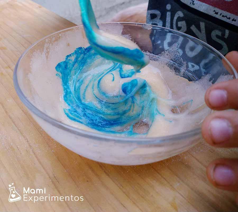Colorante azul slime con champú
