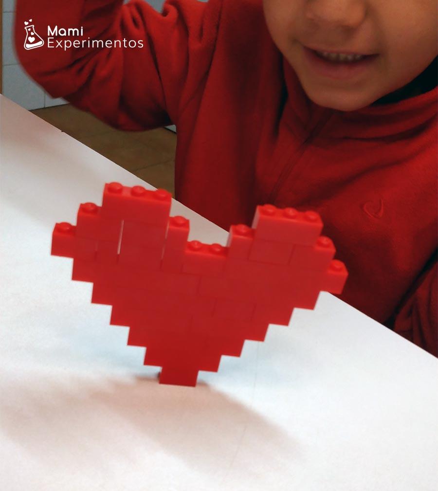 Corazones de amor y amistad con piezas lego