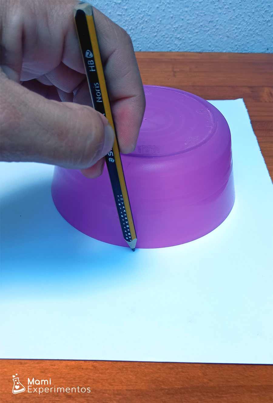 Creando circunferencia para juguete de ilusión óptica sobre verano
