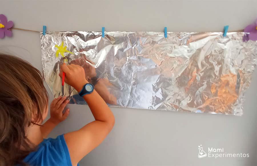 Creando un sol de verano en papel de aluminio