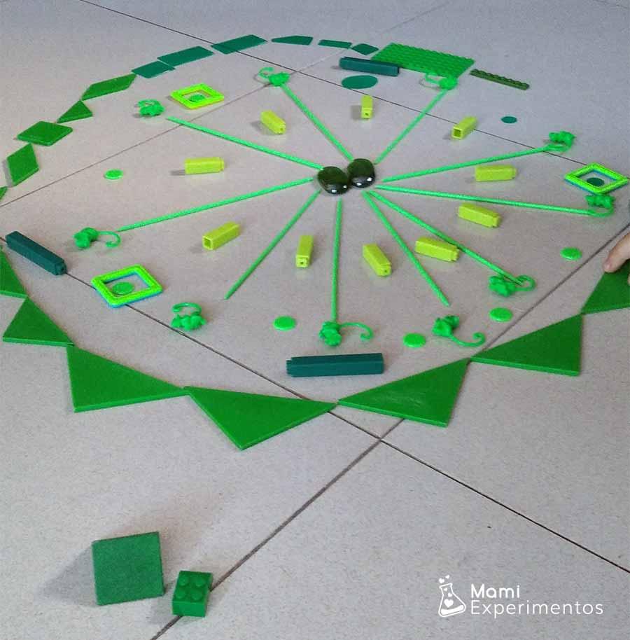 Creatividad artística en mandala monocromático verde