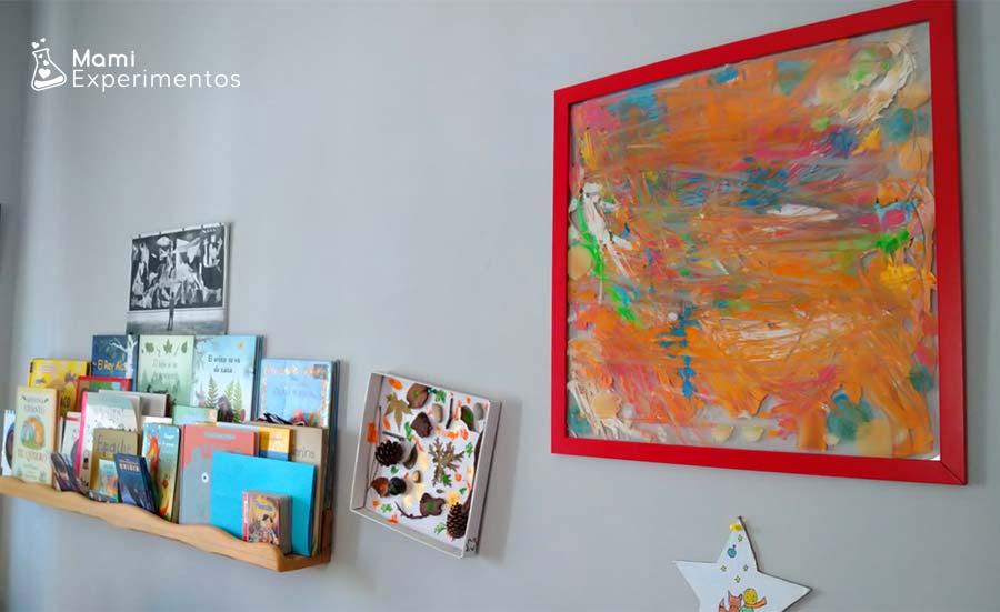 Cuadro abstracto colgado en salón regalo día del padre
