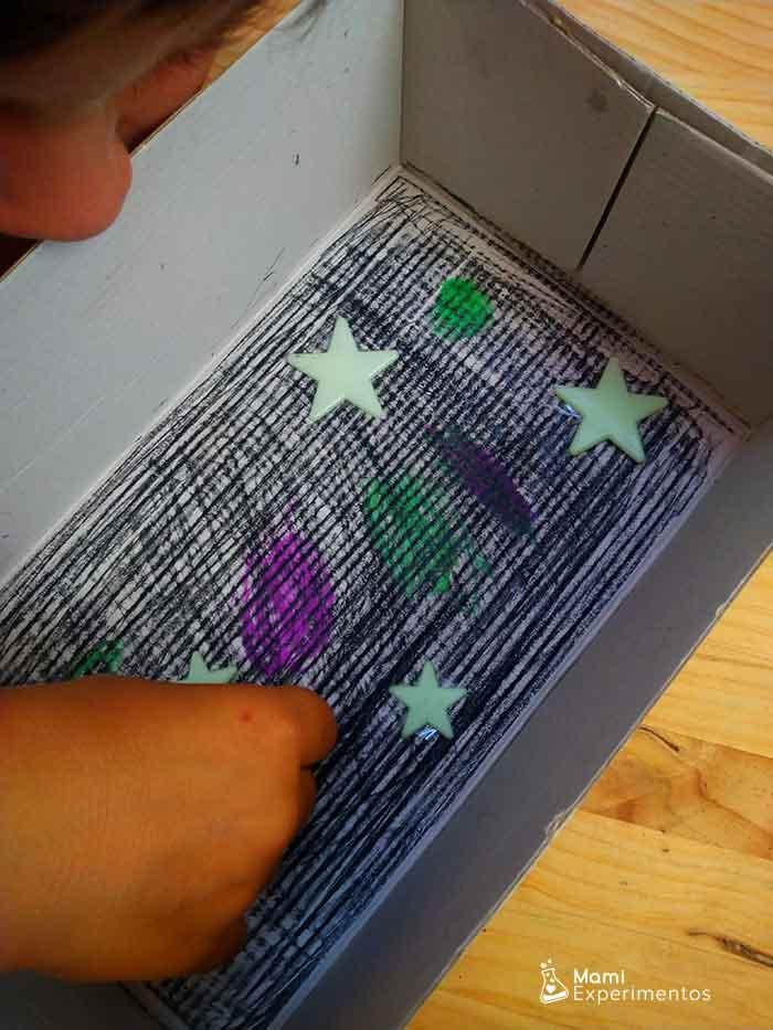 Decorando caja para experimento con imanes