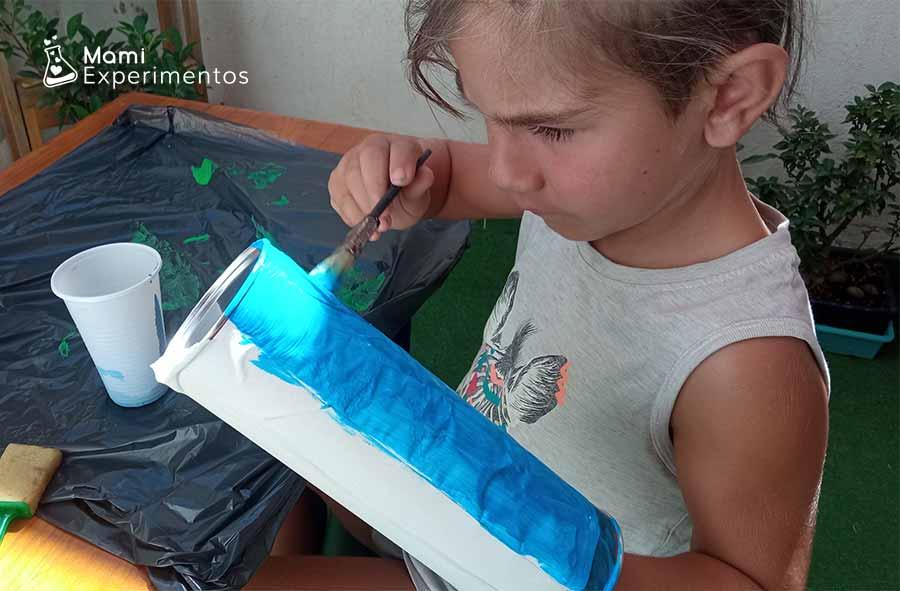 Decorando tubo pringles color azul para amplificador casero