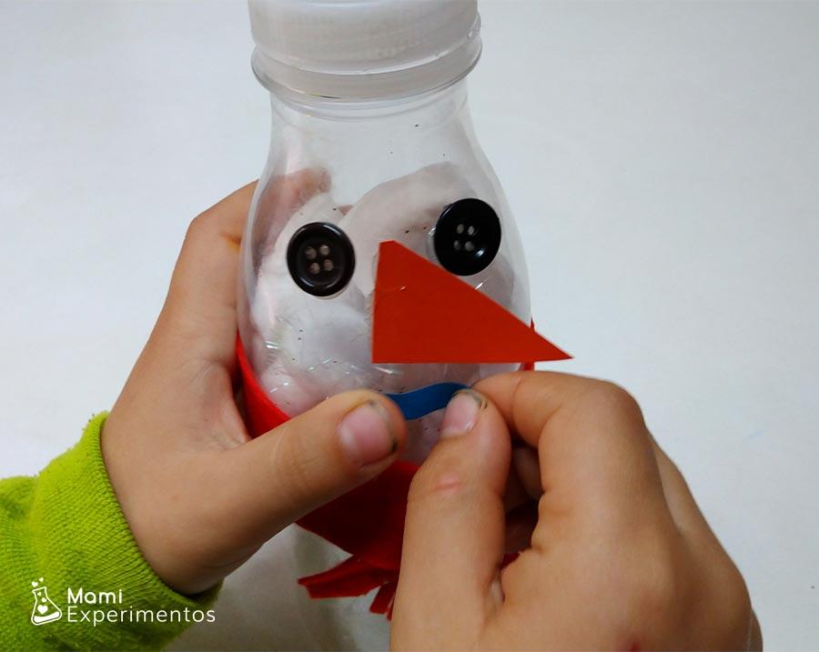 Decorar botella sensorial de muñeco de nieve y pompones