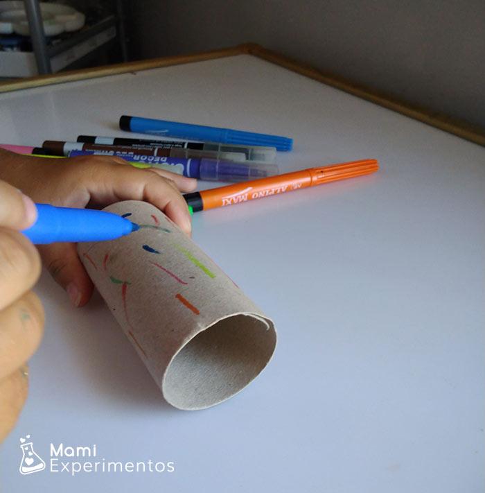Decorar rollo papel higiénico para lanzador de pompones