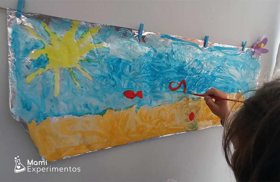 Desarrollo creatividad actividades libres y artísticas sobre el verano en papel de aluminio