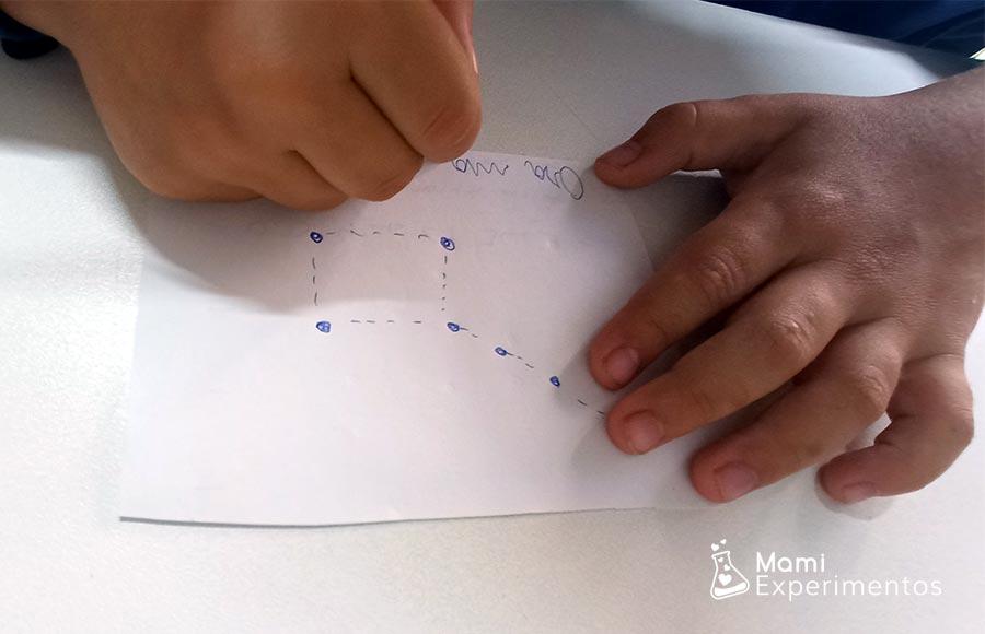 Dibujar constelaciones que conoce en un folio