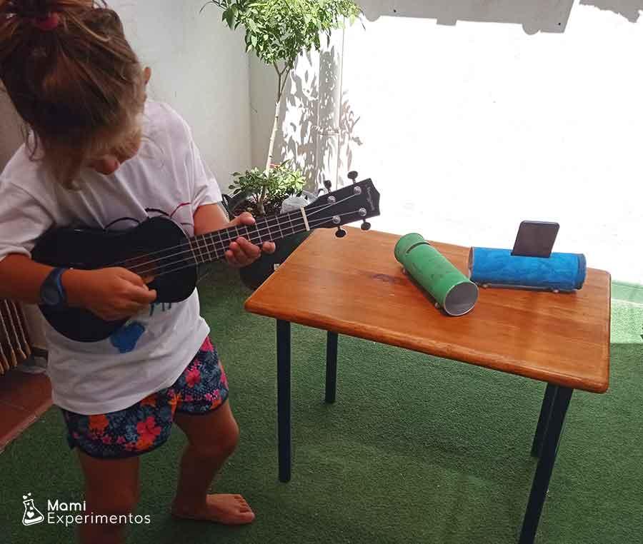 Disfrutar la música con amplificador casero hecho con bote pringles