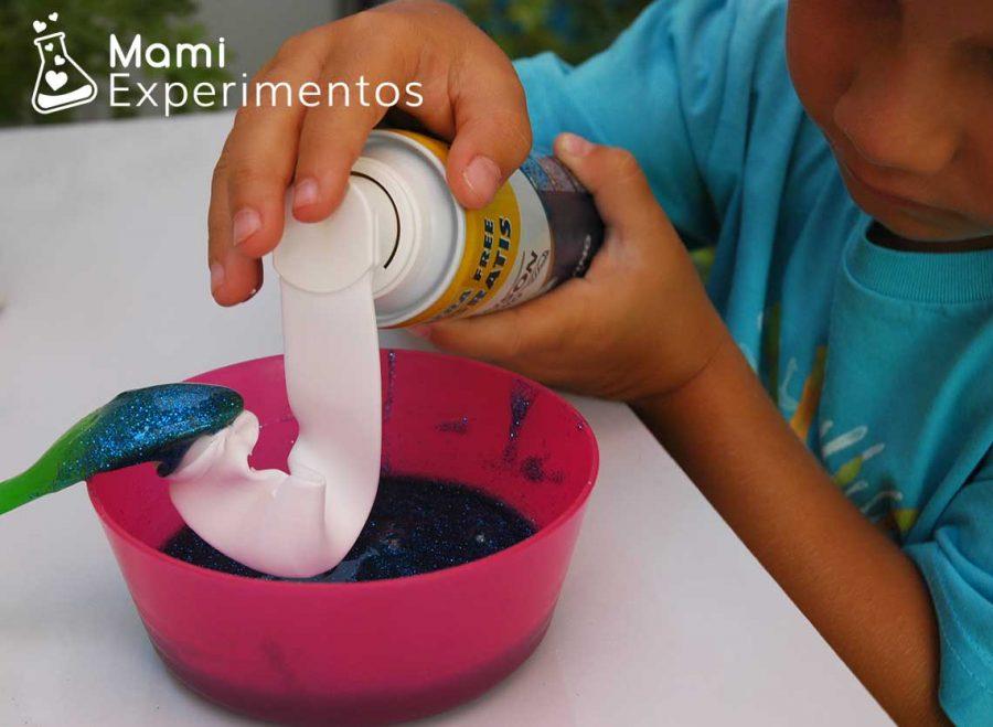 Hacer un slime esponjoso con espuma de afeitar