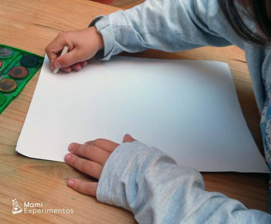 Escribiendo mensajes secretos con cera blanca