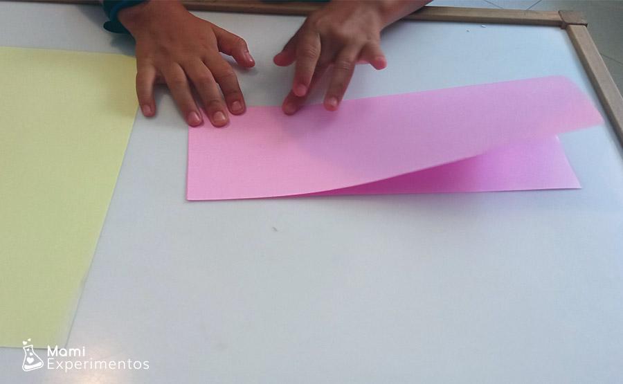 Física con aviones creados con papel