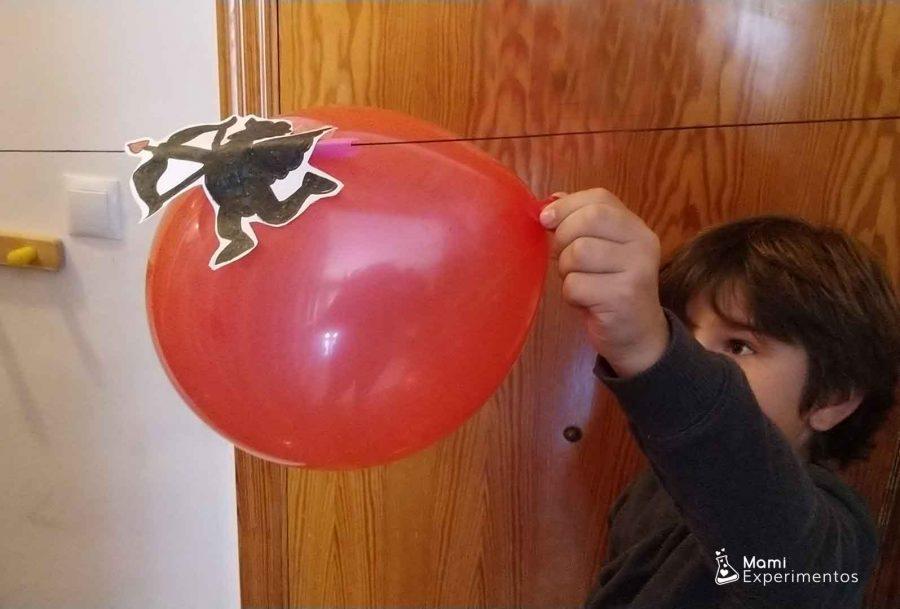 Globo cupido volador preparado para lanzarse