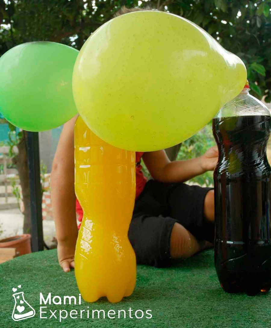 Experimento científico con petazetas y globos