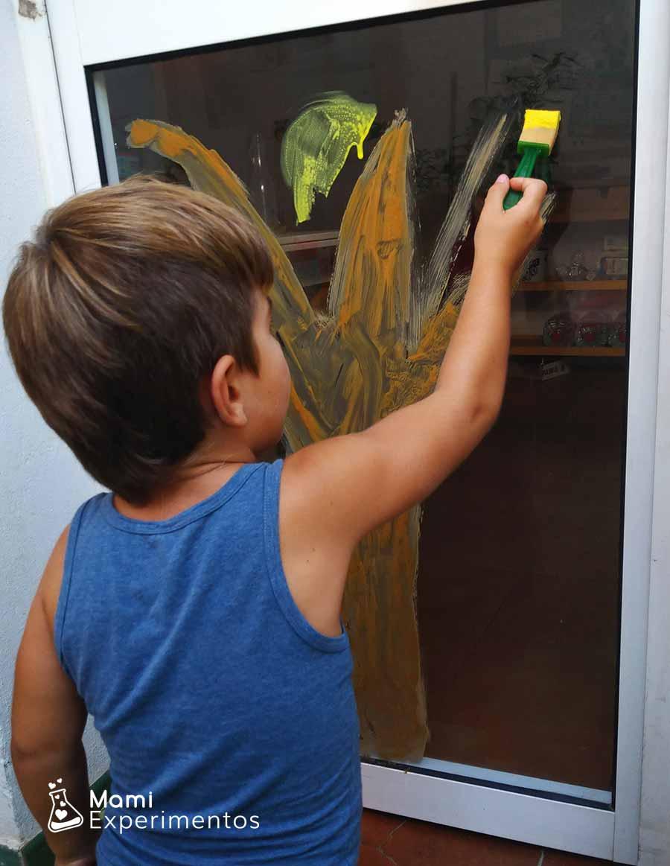 Hojas de otoño con pintura casera para ventana