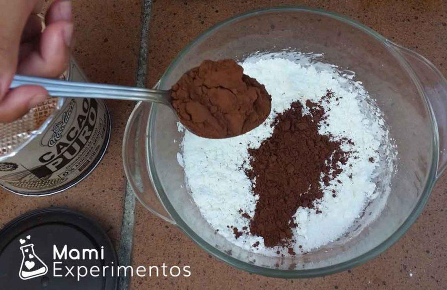 Añadir chocolate puro para hacer plastilina casera