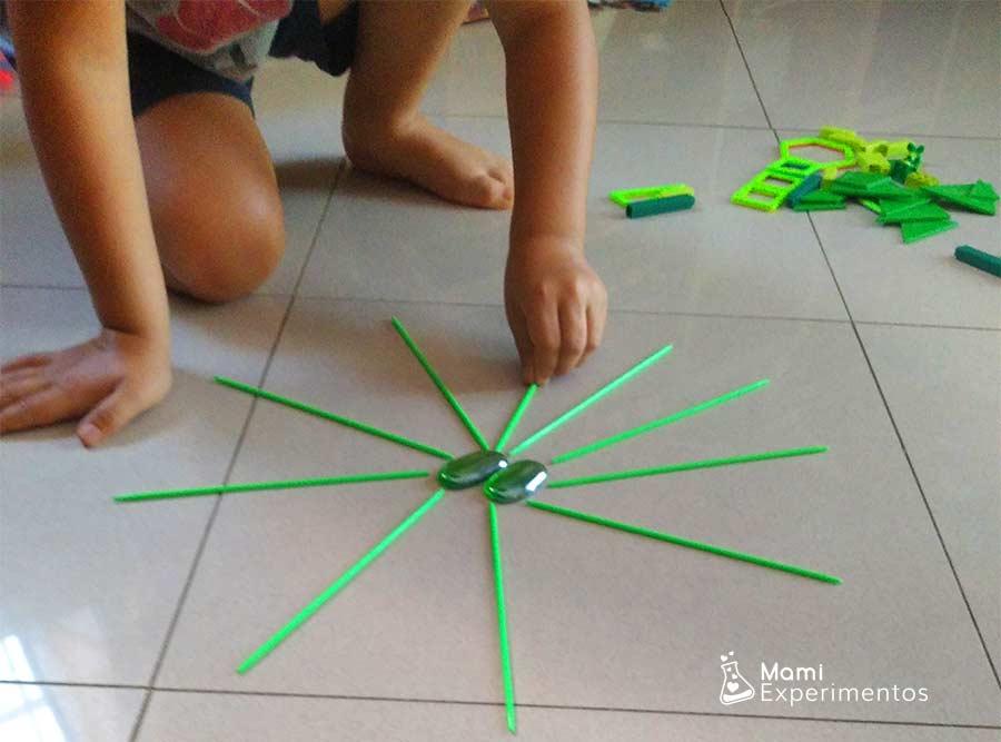 Juegos creativos con mandala monocromático verde