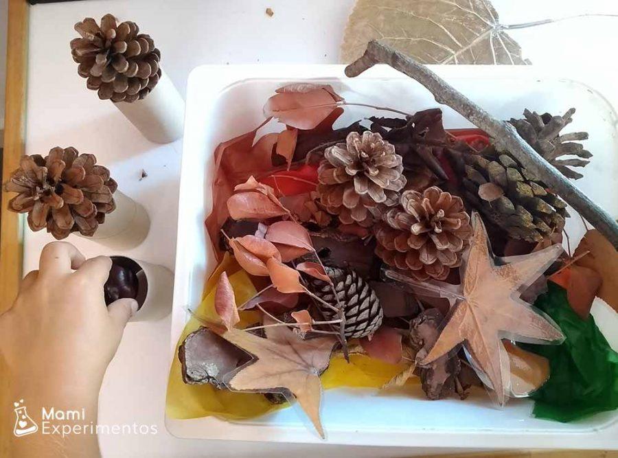 Jugando con nuestra caja sensorial de otoño