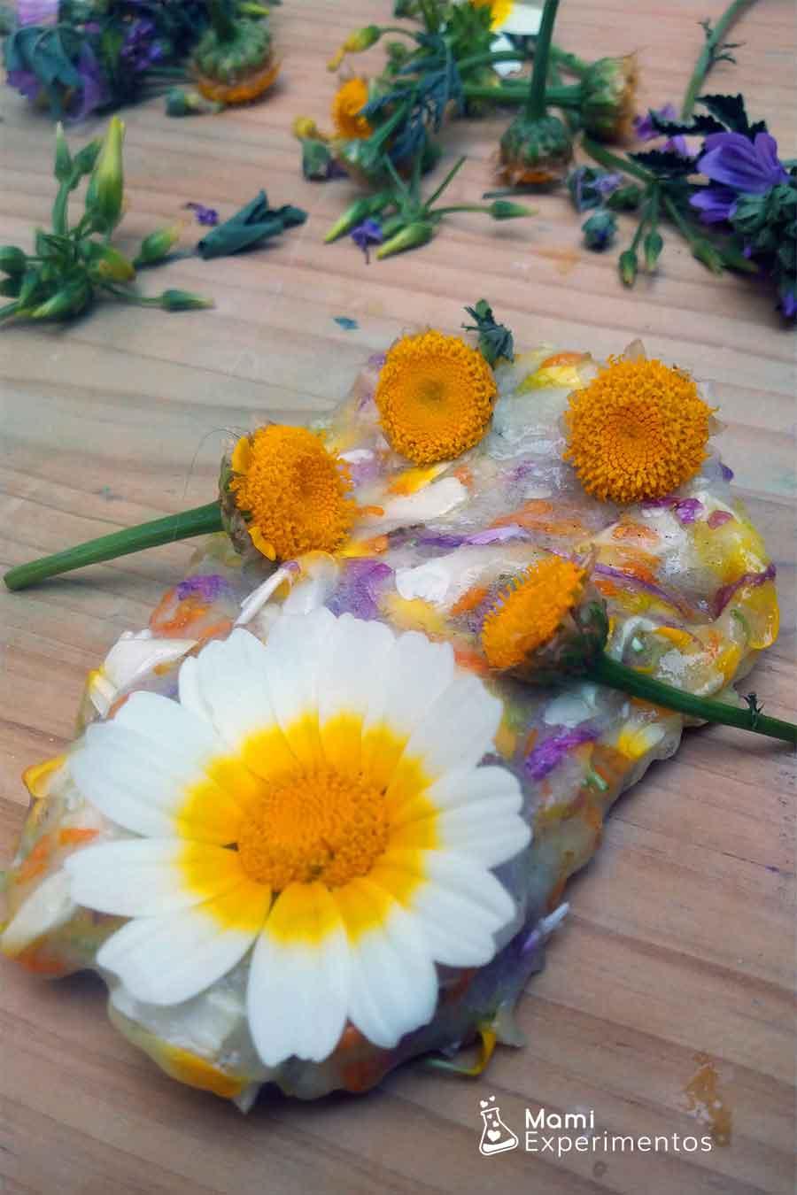 Jugar con slime de primavera flower power