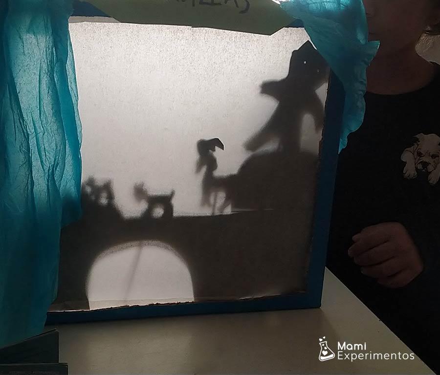Jugar con sombras y luces en teatro de sombras especial día del libro