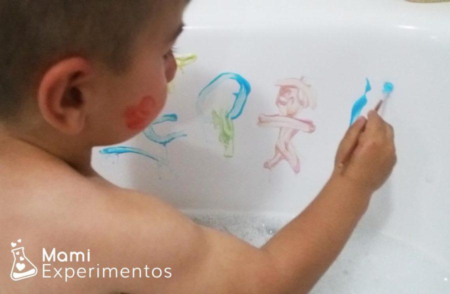 Jugando con pinturas caseras para el baño