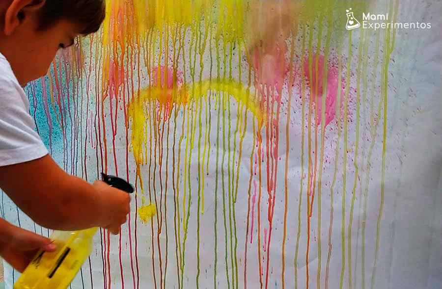 Lienzo gigante pintado con pulverizadores