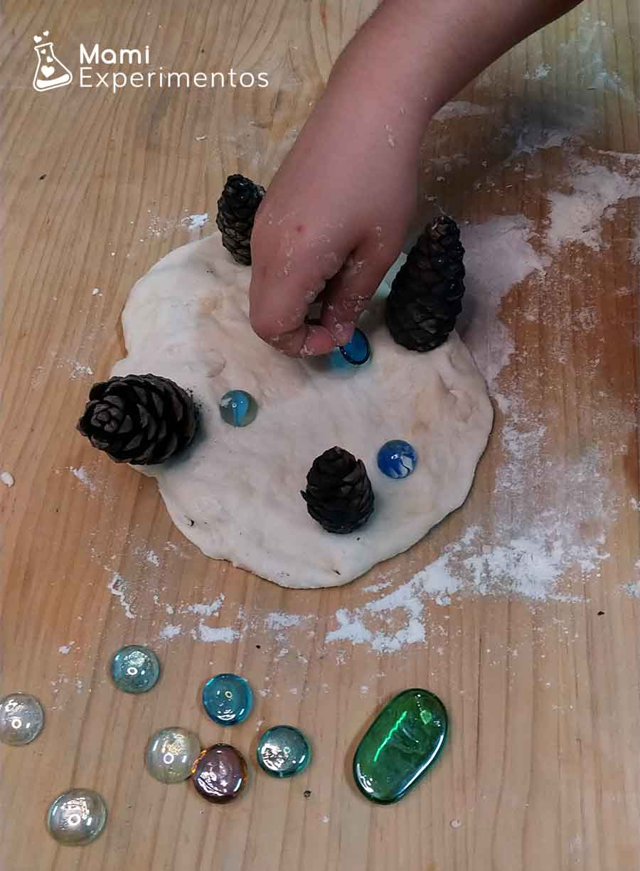 Mandala en plastilina o masa casera de nieve
