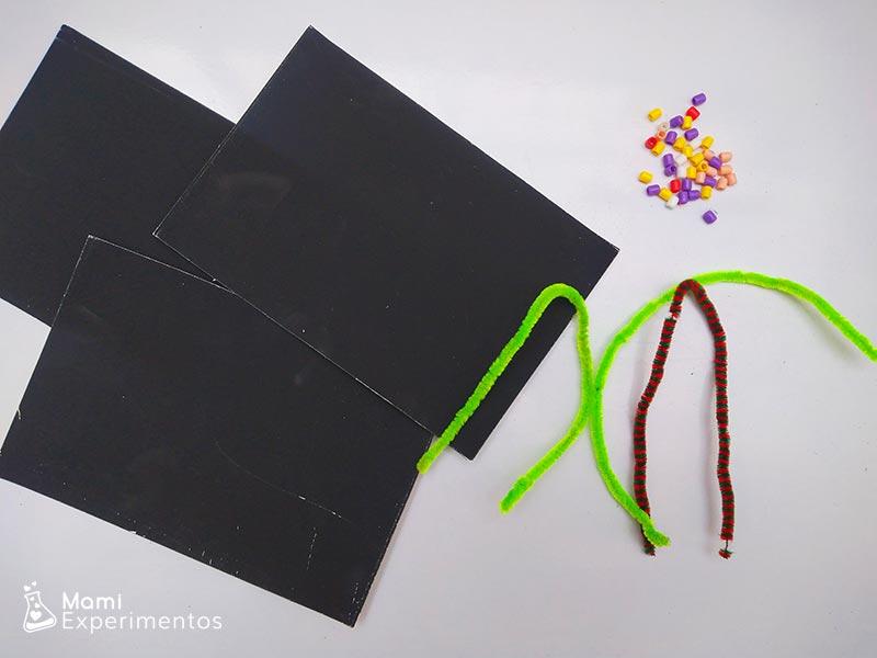 Materiales necesarios para crear constelaciones con cuentas y limpiapipas