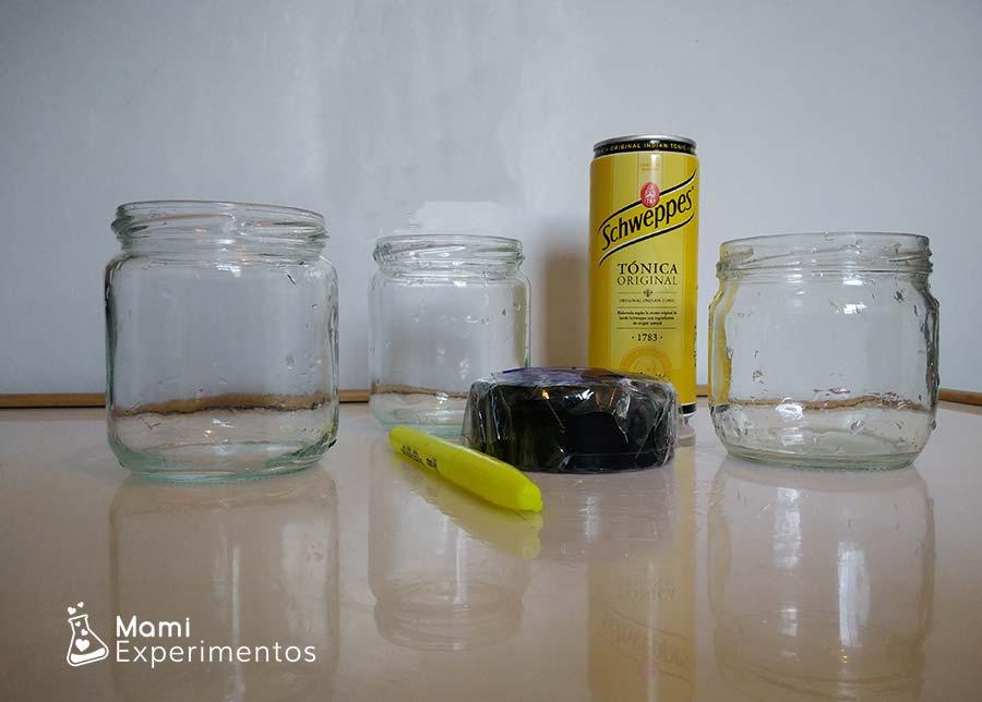 Materiales necesarios el agua que brilla luz negra