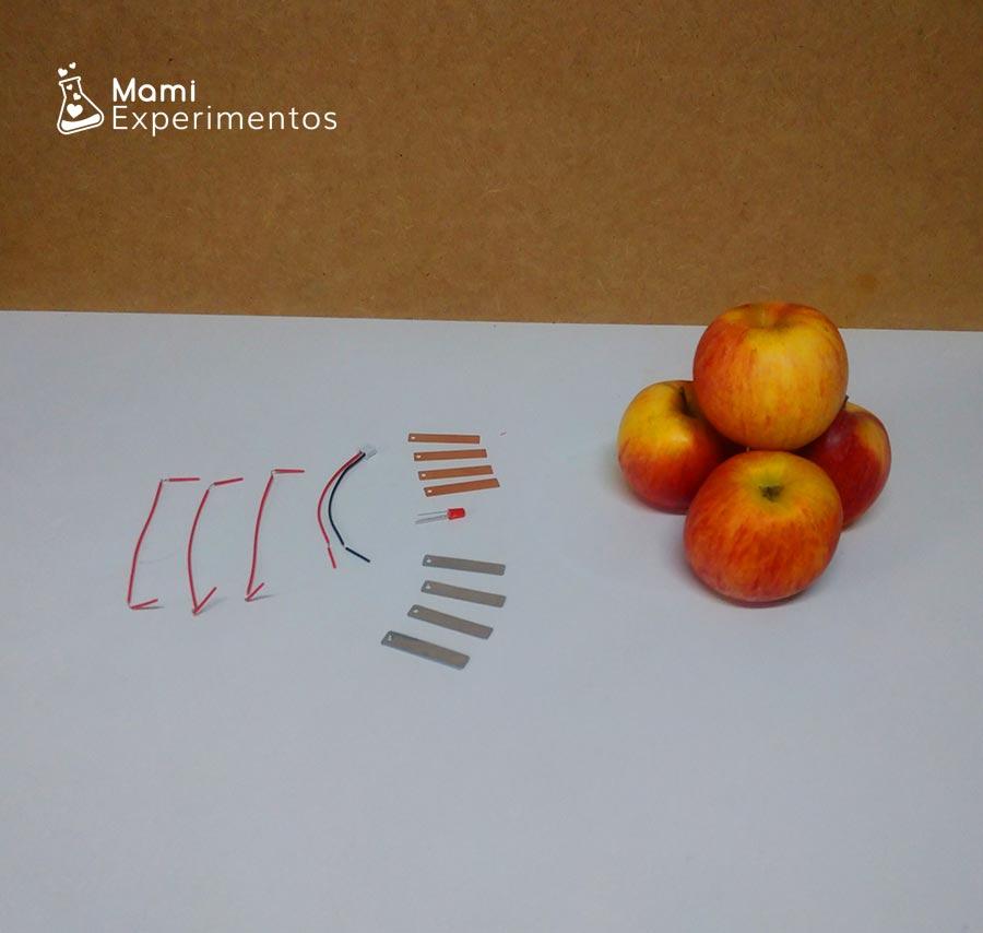 Materiales necesarios para crear electricidad con manzanas