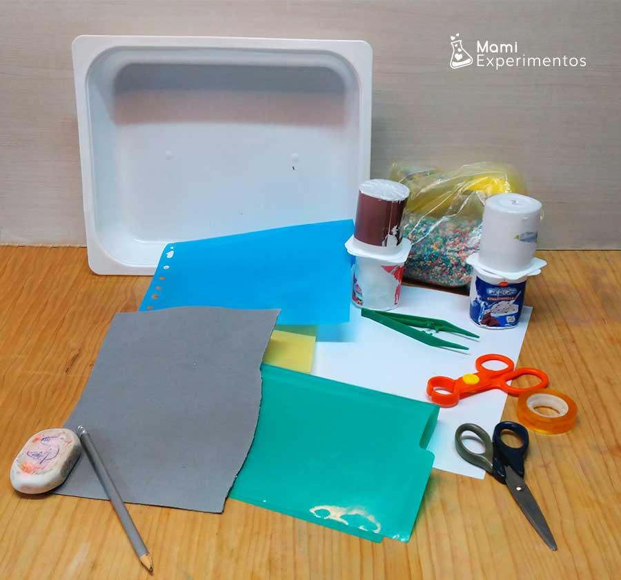 Materiales necesarios para crear bandeja sensorial sobre reciclaje especial día de la Tierra